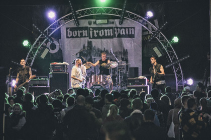 Überraschung - Fotos: Born From Pain live beim Soundgarden Festival 2014